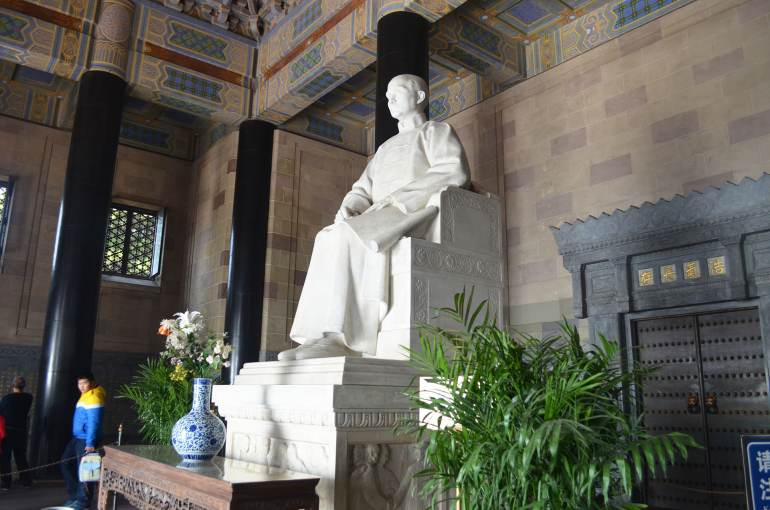 פסל לזיכרו של סון יאט-סן. דמות בעלת קונצנזוס נדיר (צילום: נוגה פייגה)