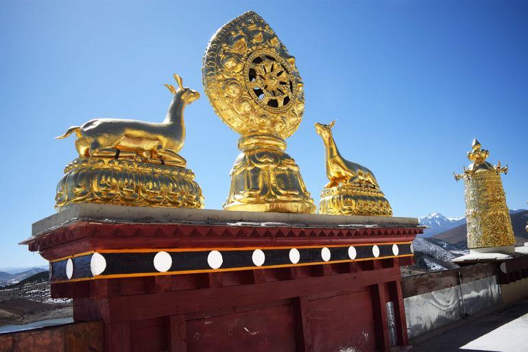 מנזר סונג-דזאן-לין. אלמנטים מוזהבים מקשטים את הגגות (צילום: טל ניצן)
