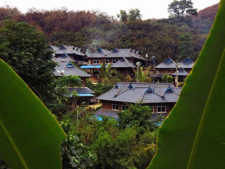 בתי כפריים מצפון לג'ינג-חונג, ש'י-שואנג-באנה (צילום: דור חג'בי)