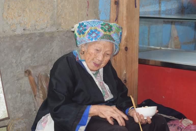 לנשות הדז'ואנג כובעים ססגוניים (צילום: טל ניצן)