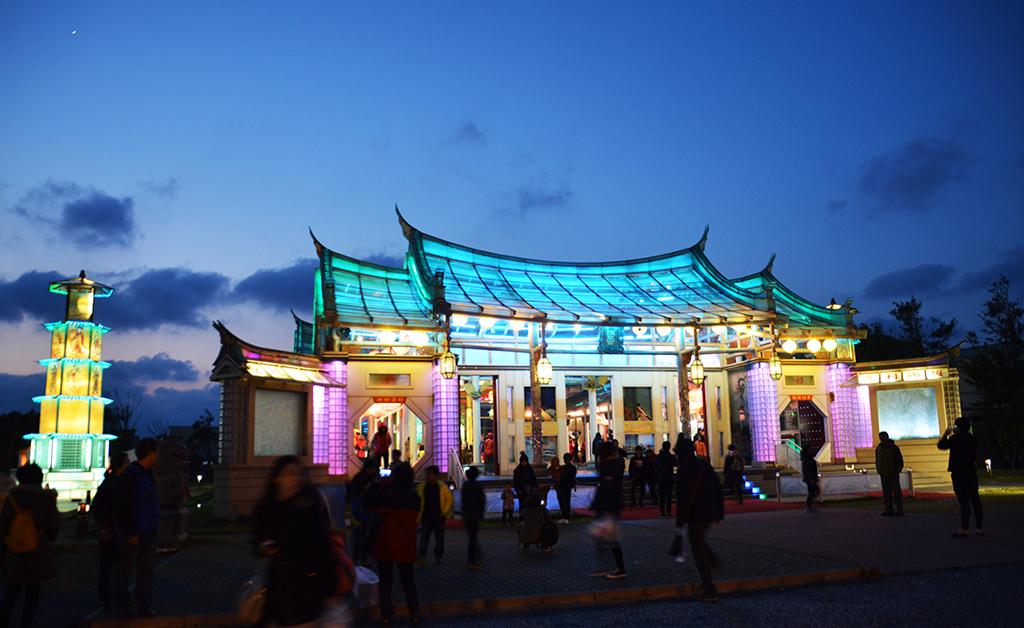 連續假期何處去?台灣第一玻璃廟!