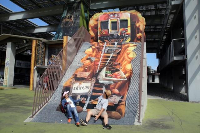 01-陽光電城-彩繪火車軌道就是溜滑梯,超有創意