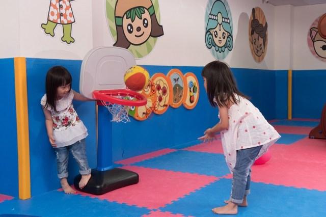 02-大板根_室內兒童遊戲區有許多遊具讓小孩消耗精力