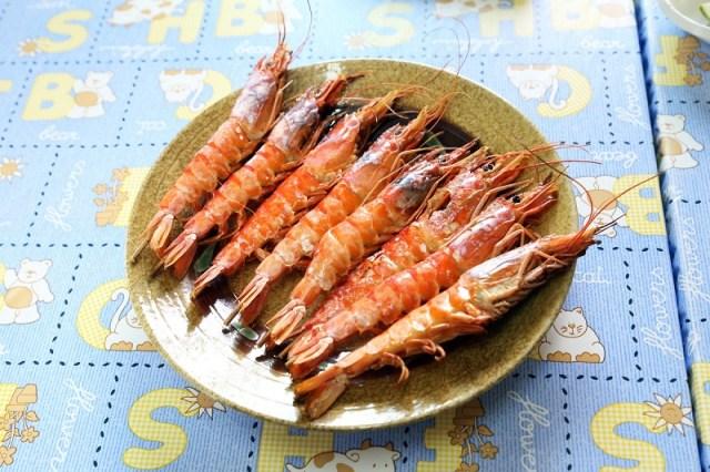 05-烤蝦是兩津農莊食堂的招牌菜之一,簡單烹調吃得出蝦子的鮮甜