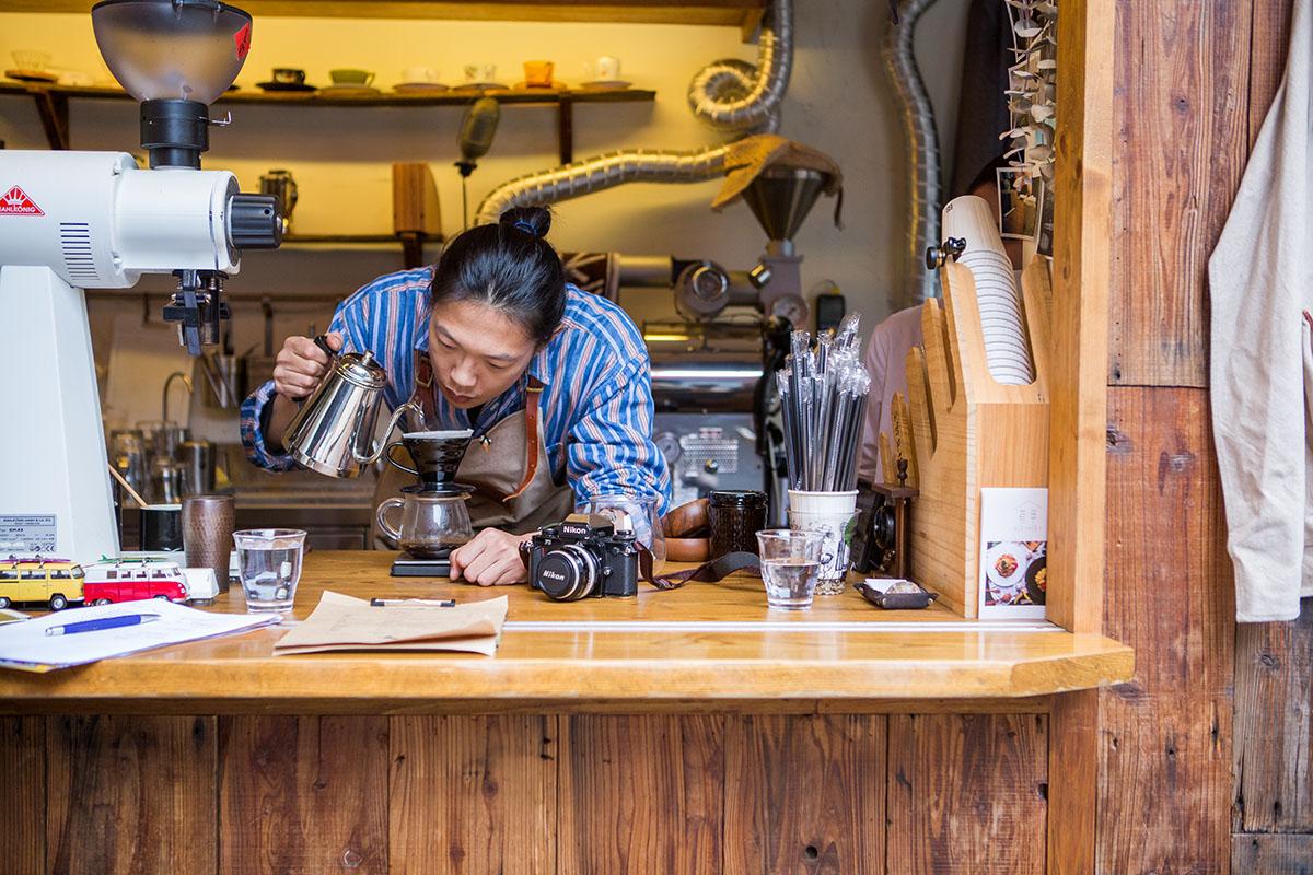 走進傳統市場「三歲 」男子的轉角咖啡吧