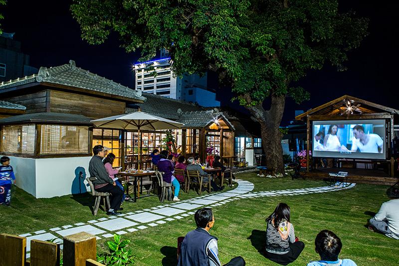 日式庭園變身藝風濃濃的蚊子電影院
