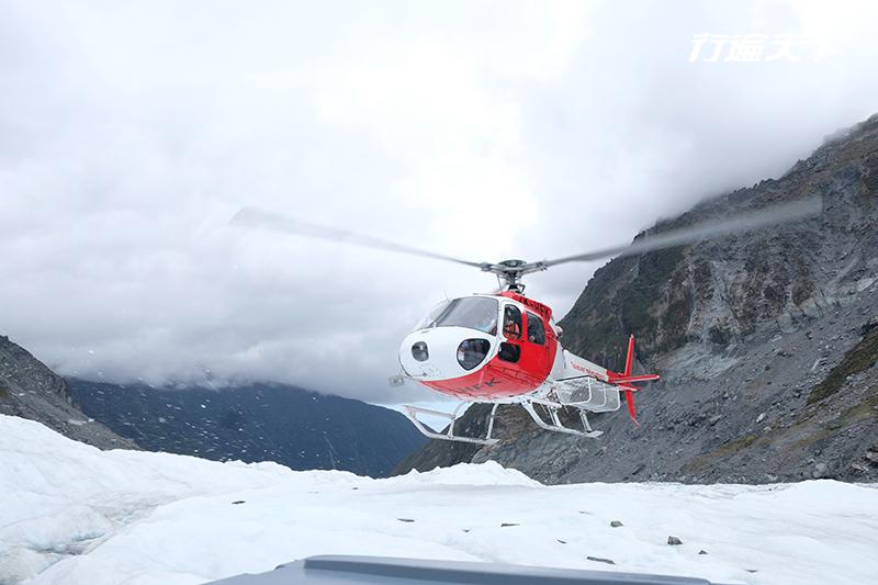 直昇機飛行才到得了的夢幻國度,踩踏萬年冰川的大自然奇蹟
