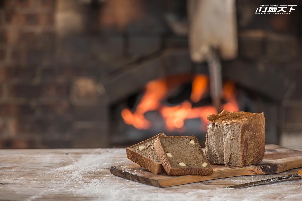 新竹日式小屋是「窯烤麵包店」  全台唯一的直火柴燒窯