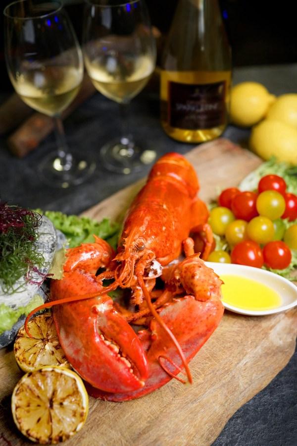 入住君品免費吃水煮活龍蝦,還享最低2.2折