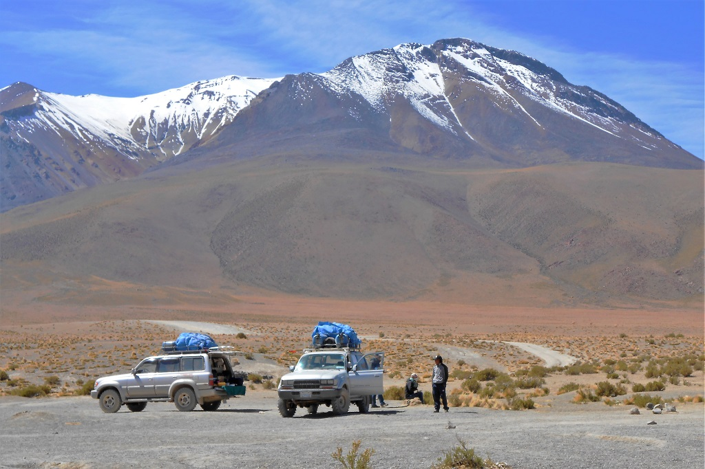 Stopping to admire the scenery on an Uyuni Salt Flats tour
