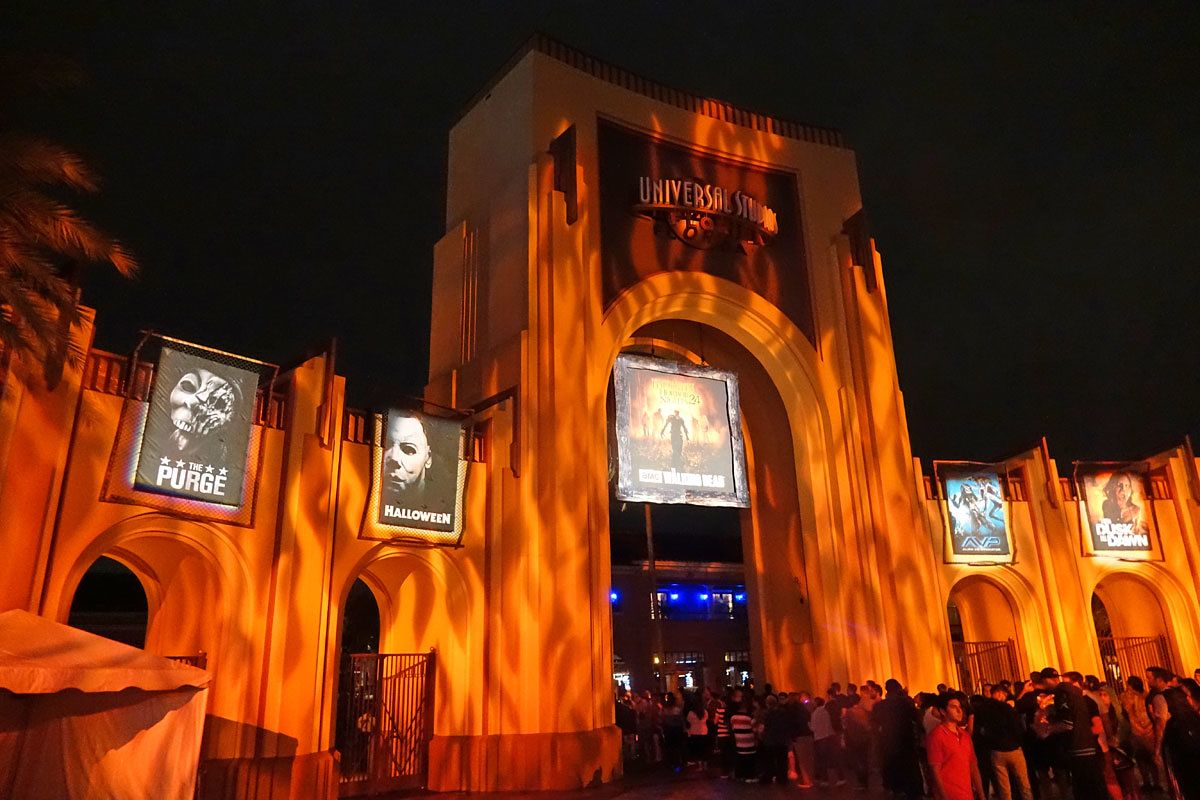 2016 Universal Orlando Halloween Horror Nights Packages Destinations With Character Travel