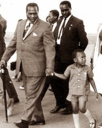 Jomo Kenyatta holding his son, Uhuru Kenyatta's hand in November 15, 1965