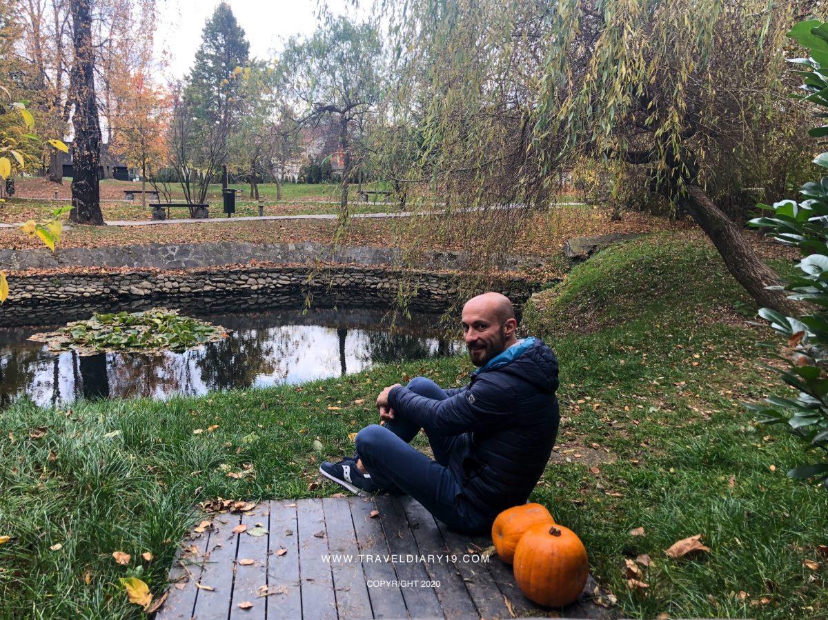 Una mia foto nel parco del castello di Dracula