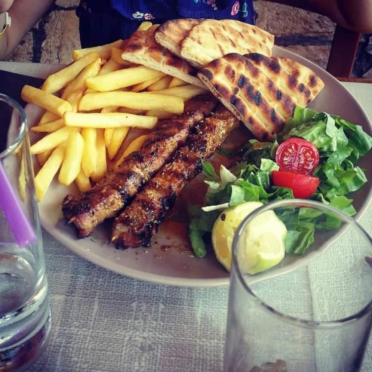 al ristorante, a Corfù