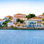 Case colorate al porto di Spetses