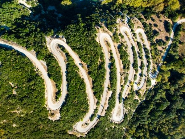 Vista aerea della strada che porta alle gole di Vikos