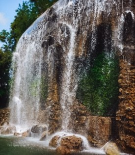 top attractions in Nice France: waterfall in Nice