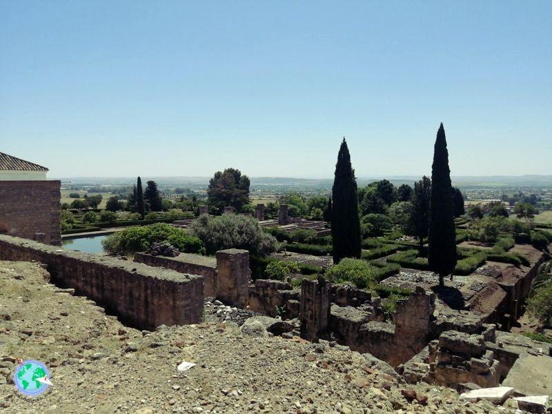 Vistas del salón y los jardines del califa.