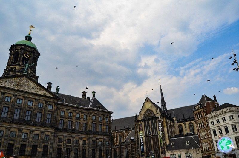 Palacio real e iglesia nueva