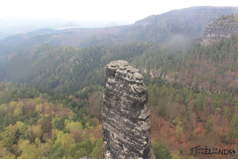 Monolito en mitad del Parque Nacional Suiza Sajona