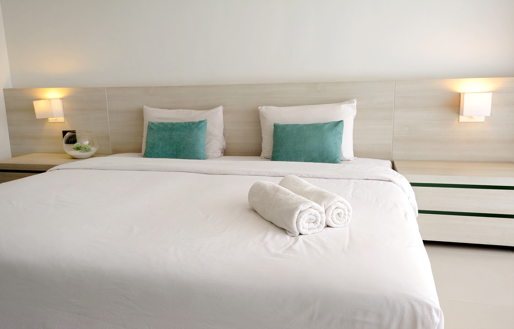 Image result for Selecting a Hotel istock