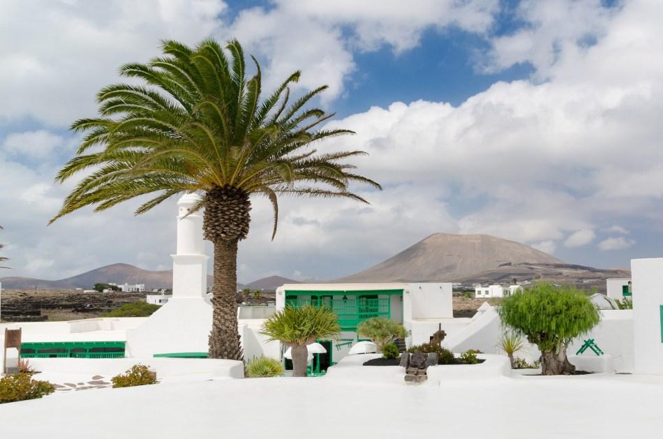 Casa del vulcano, Cèsar Manrique