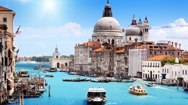 Venice-in-the-summer-canal-houses-boats_1366x768