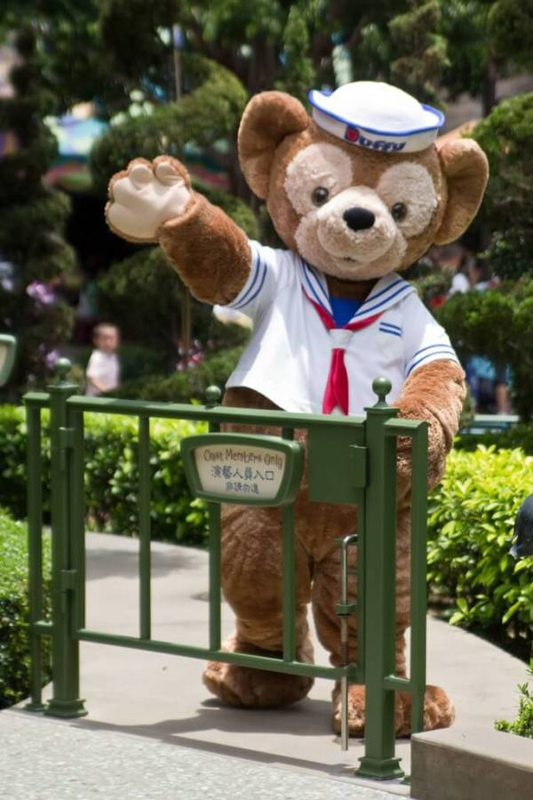 HKDL_Duffy_Greeting