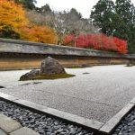 龍安寺の見どころは石庭!「つくばい」や15個の石の意味とは?