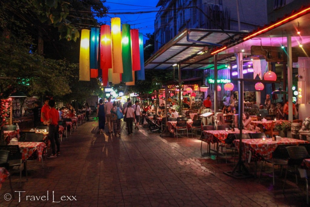 Soi Rambuttri at night