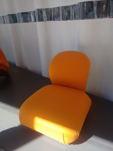 Yellow fauteuil.