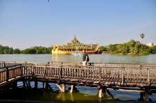 Karaweik royal barge