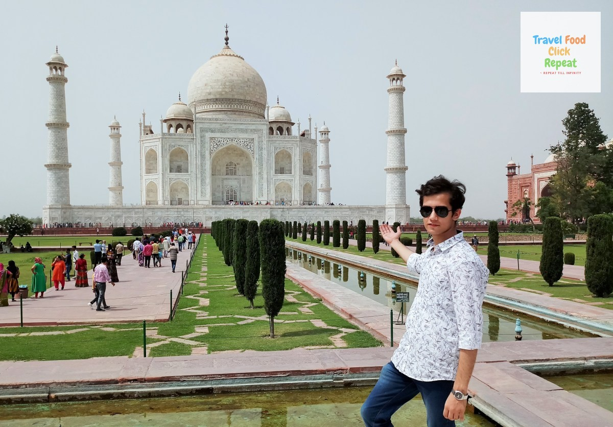 Shubham-Jain-at-Taj-Mahal
