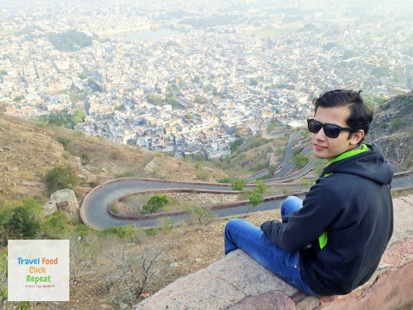 Shubham-Jain-is-sitting-on-the-side -wall-of-Nahargarh-Fort