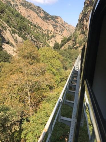 Περνώντας πάνω από γέφυρα
