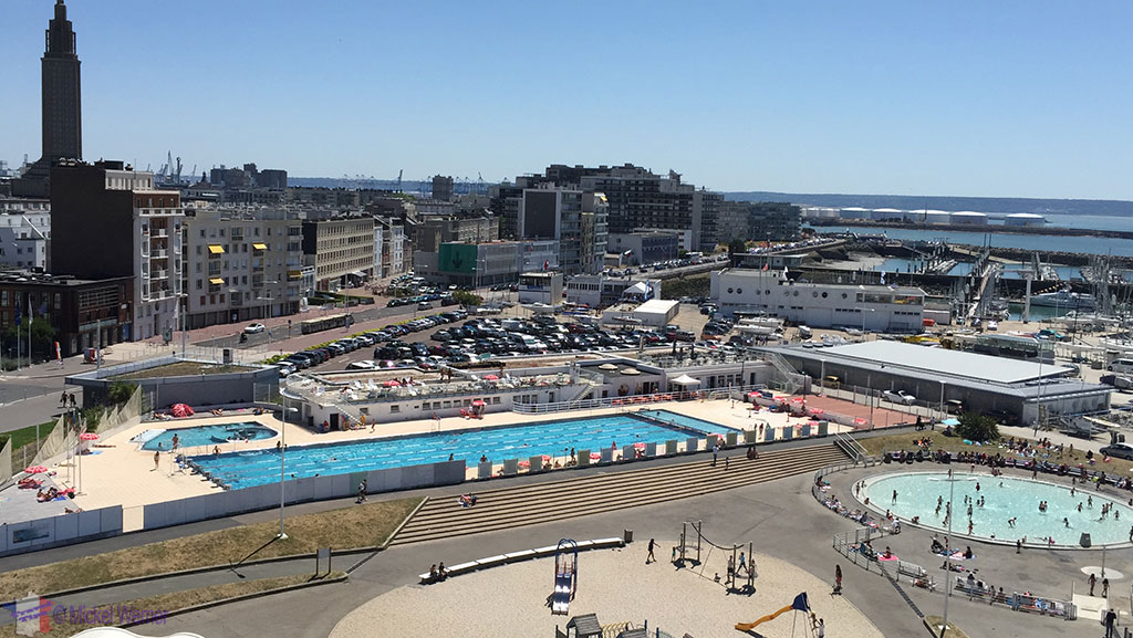 Le Havre beach swimming pool and playgrounds
