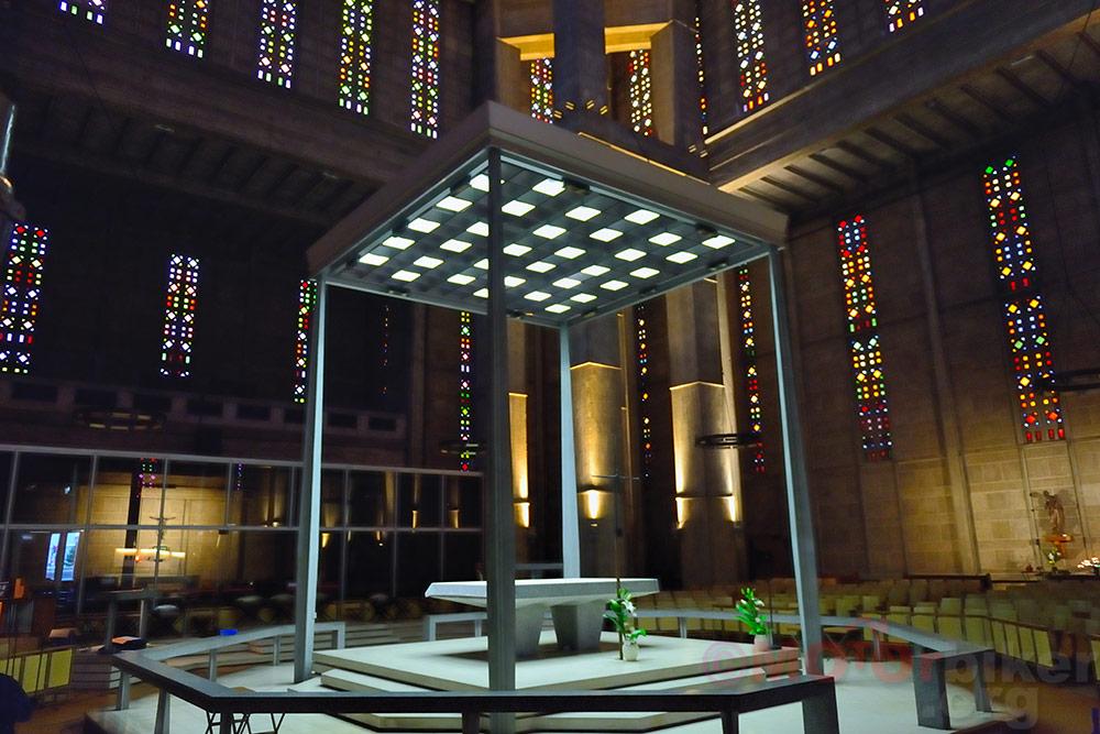 St-Joseph Church altar