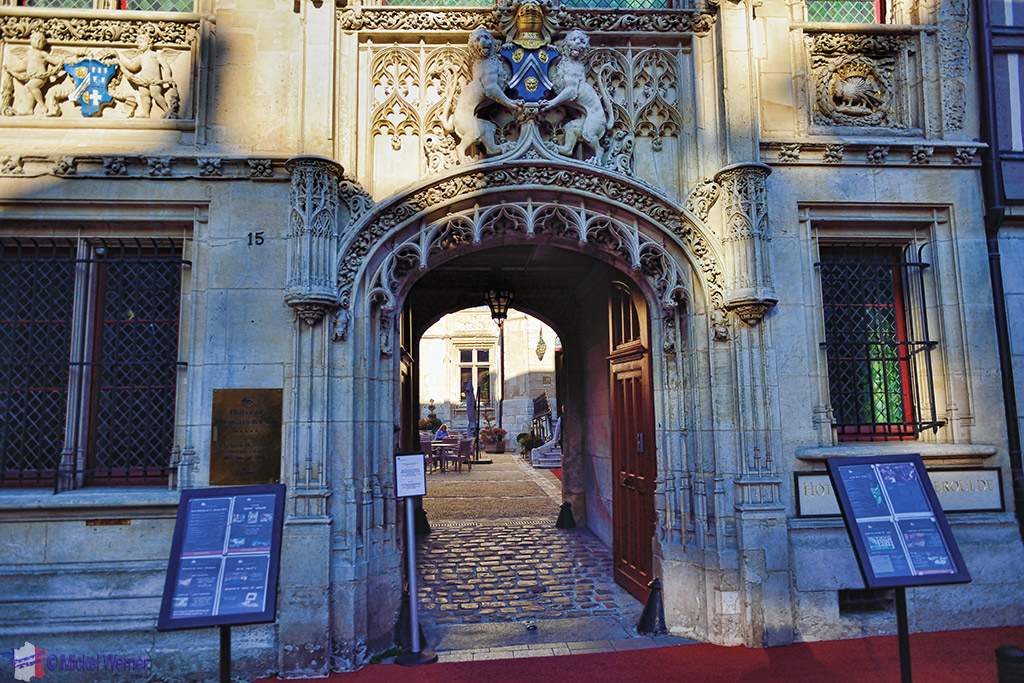 Entrance to the Bourgtheroulde Hotel in Rouen