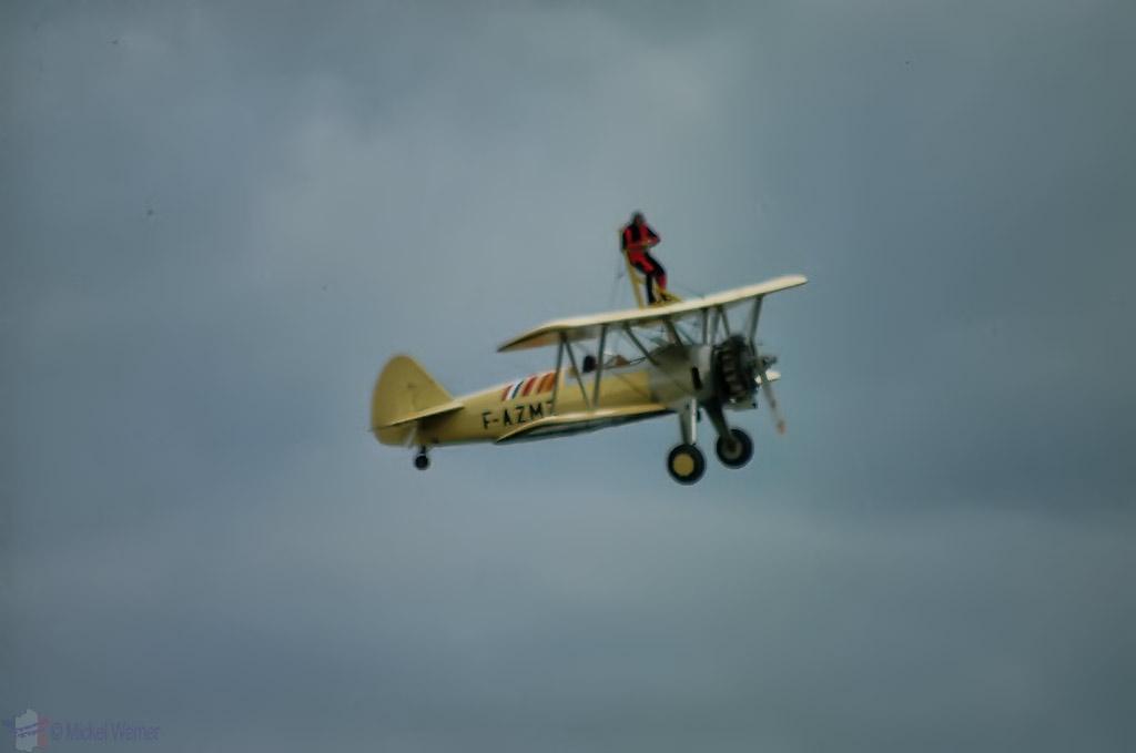 La Ferte Alais aeronautical show, stunt flying