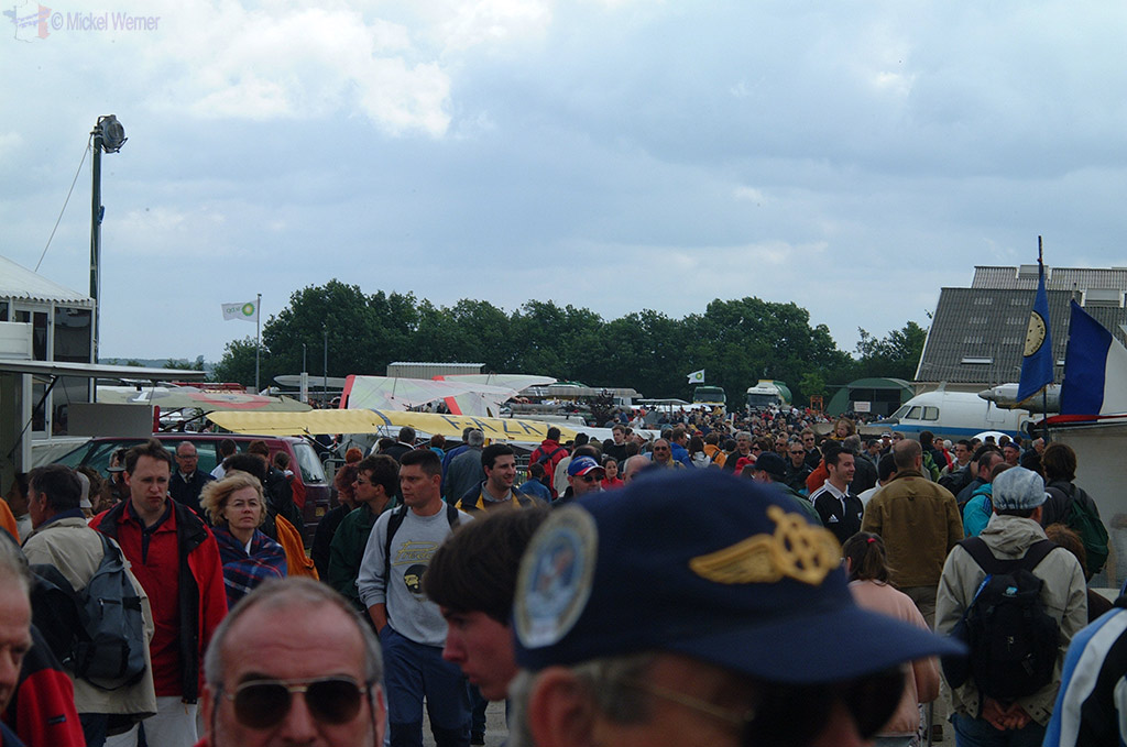 La Ferte Alais aeronautical show, a lot of spectators