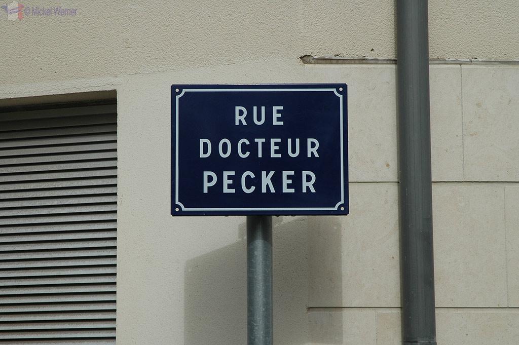 Pecker in Caen