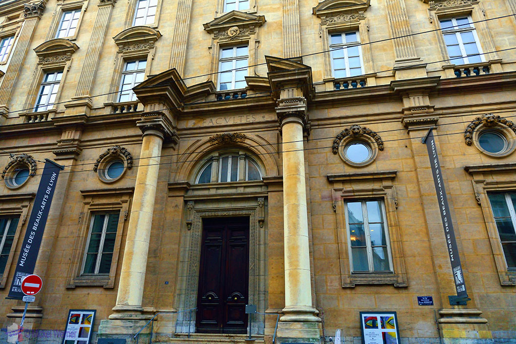 Side entrance of the Museum of Fine Arts of Lyon (Musee des beaux-arts de Lyon)