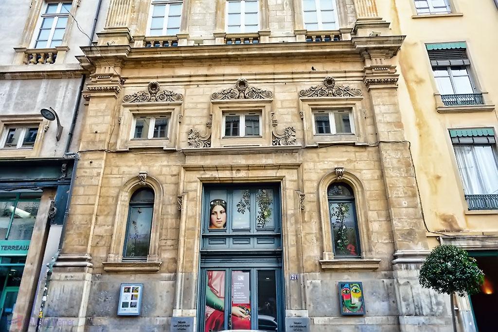 Side entrance of the Museum of Fine Arts of Lyon (Musee des beaux-arts de Lyon)
