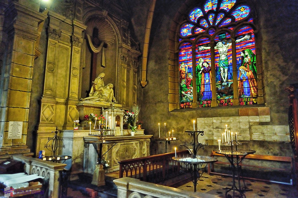 Chapel inside the nave of the Eglise (church) Saint-Bonaventure de Lyon