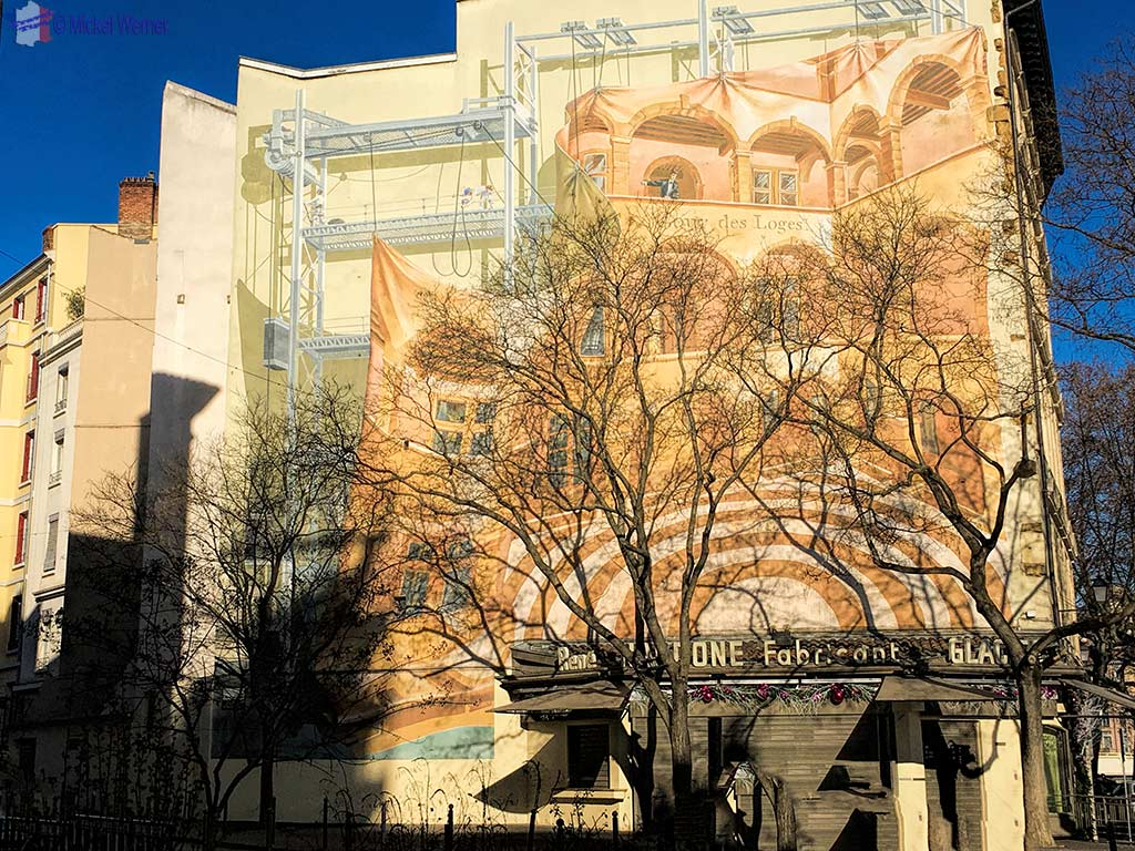 """Cours des Loges"" hotel mural painting in Lyon"