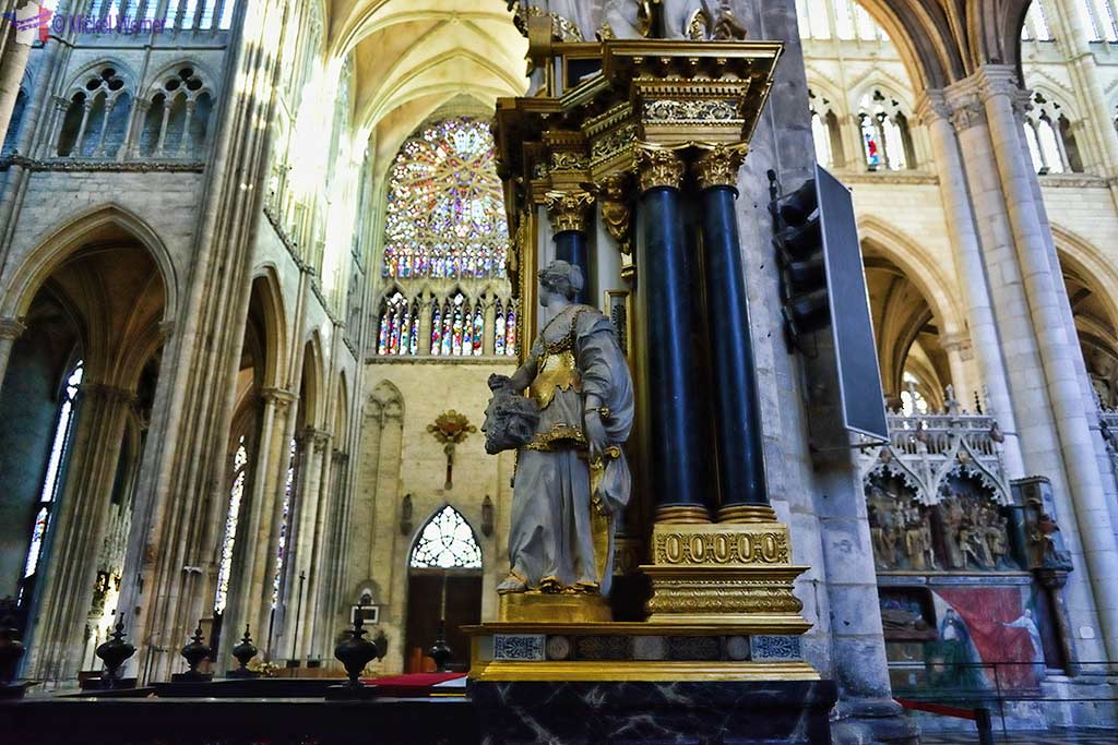 Statue in the Amiens cathedral