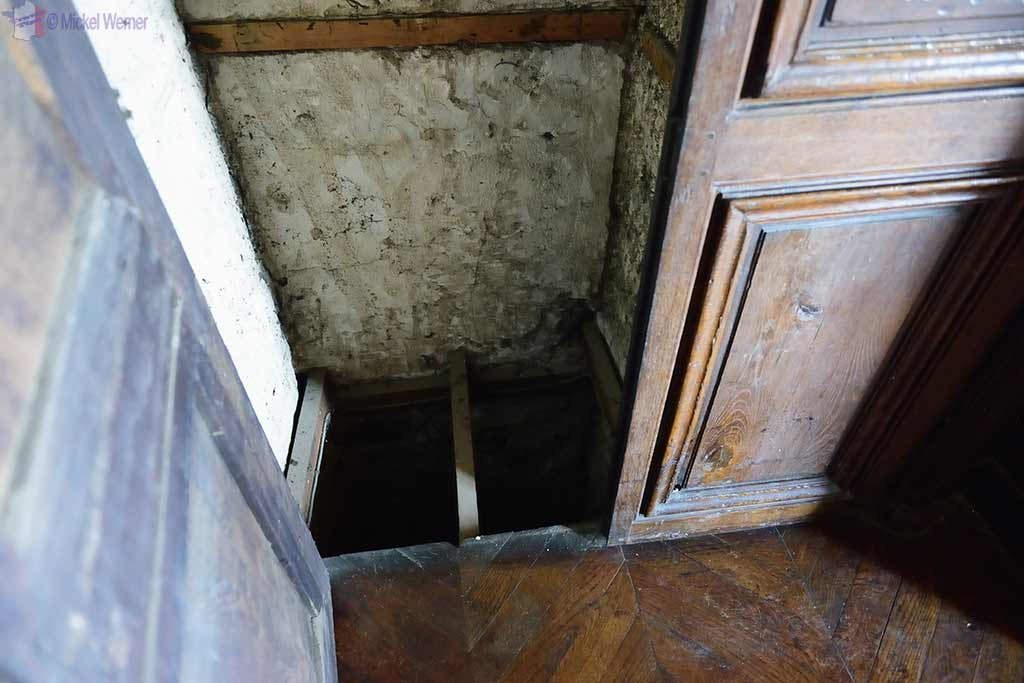 Dumbwaiter, inside the Castle Kergrist at Ploubezre, Brittany