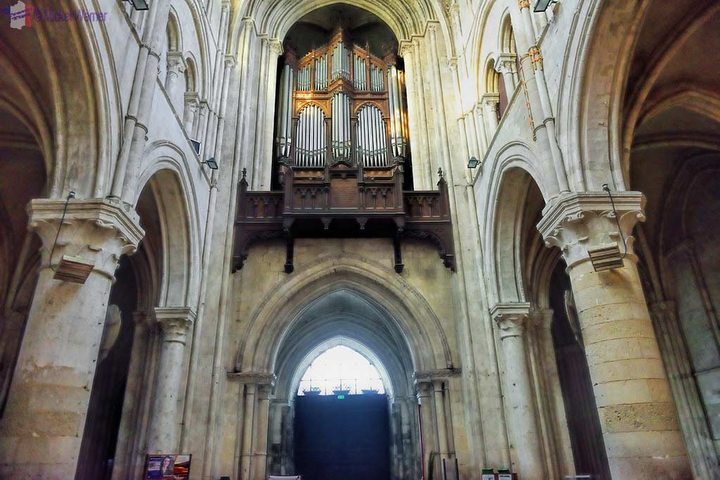 The main organ over the main entrance of the Lisieux cathedral