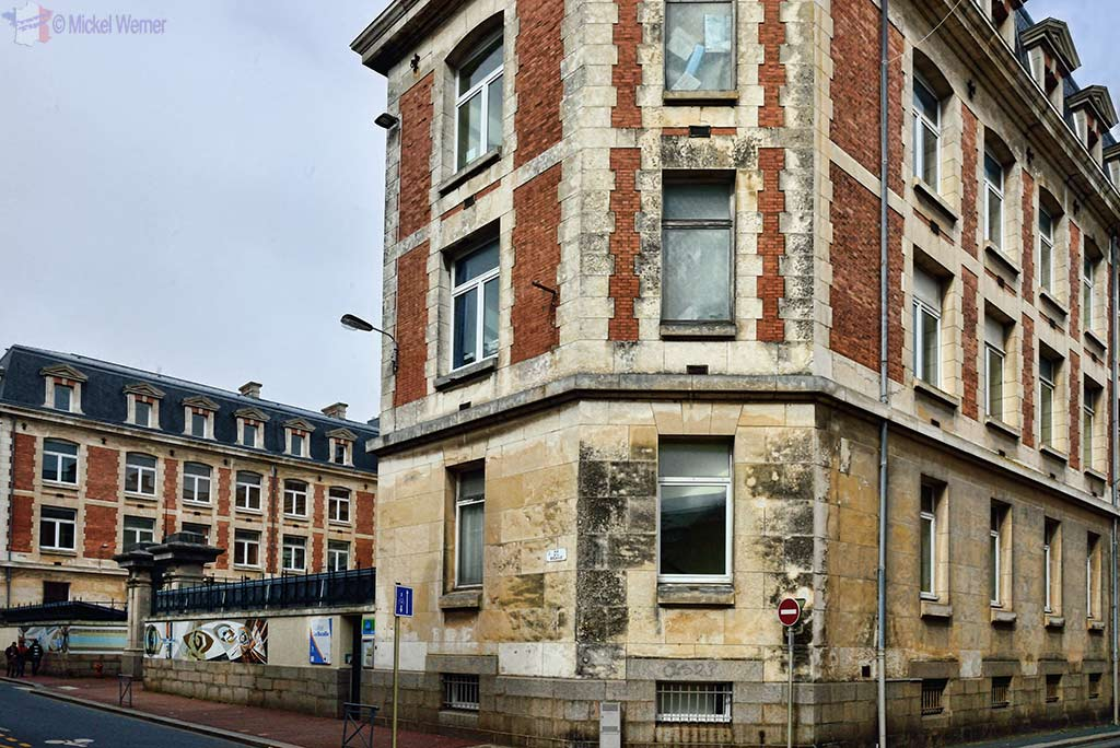 Dirty houses/buildings everywhere in Cherbourg