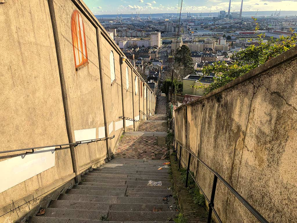 """The top part of the """"Escalier de Montmorcency"""" used to be the main stairs which workers took to go downtown. Two side separated by an escalator."""